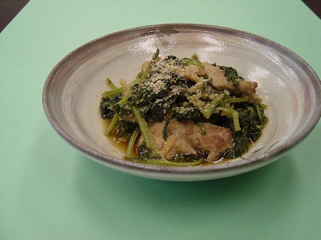 ハーニップの葉と鶏肉のごま風味煮